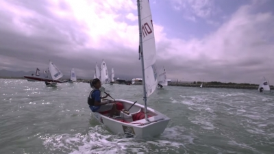 Optimist vs Extreme Sailors